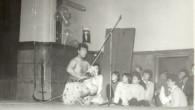 """Деси Дончева в аванс. На 27.04.2013г. (събота), ще се състои дългоочакваната от всички възпитаници на гимназия """"Ромен Ролан"""" """"Самодейност"""". Това представление датира почти от самото начало на създаването на гимназията. […]"""