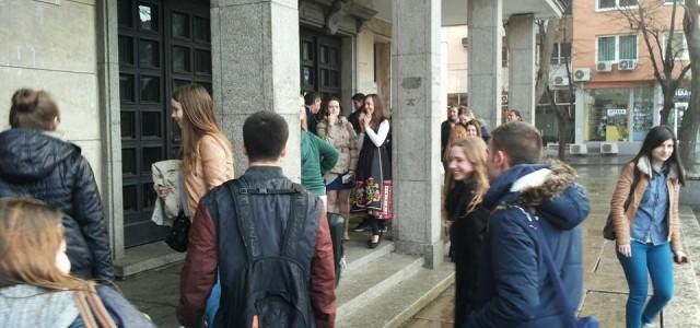 Вчера, 13 февруари, в гимназията пристигнаха 15 момичета и момчета от партньорското ни училище от град Ромонд, Холандия. Заедно със своите учители, Мириам и Лео, нашите гости ще участват в […]